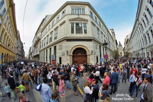 Proteste gegen die als repressiv empfundene Politik von Ungarns Ministerpräsident Viktor Orbán und die drohende Schließung der Privatuniversität CEU in Budapest Anfang April 2017